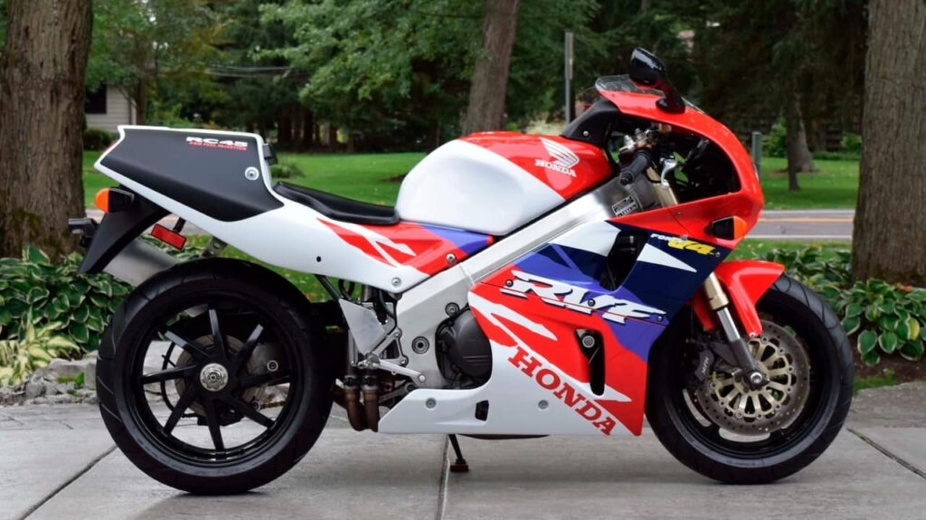 RHS view of a Honda RVF750 RC45, a really cool Honda motorcycle