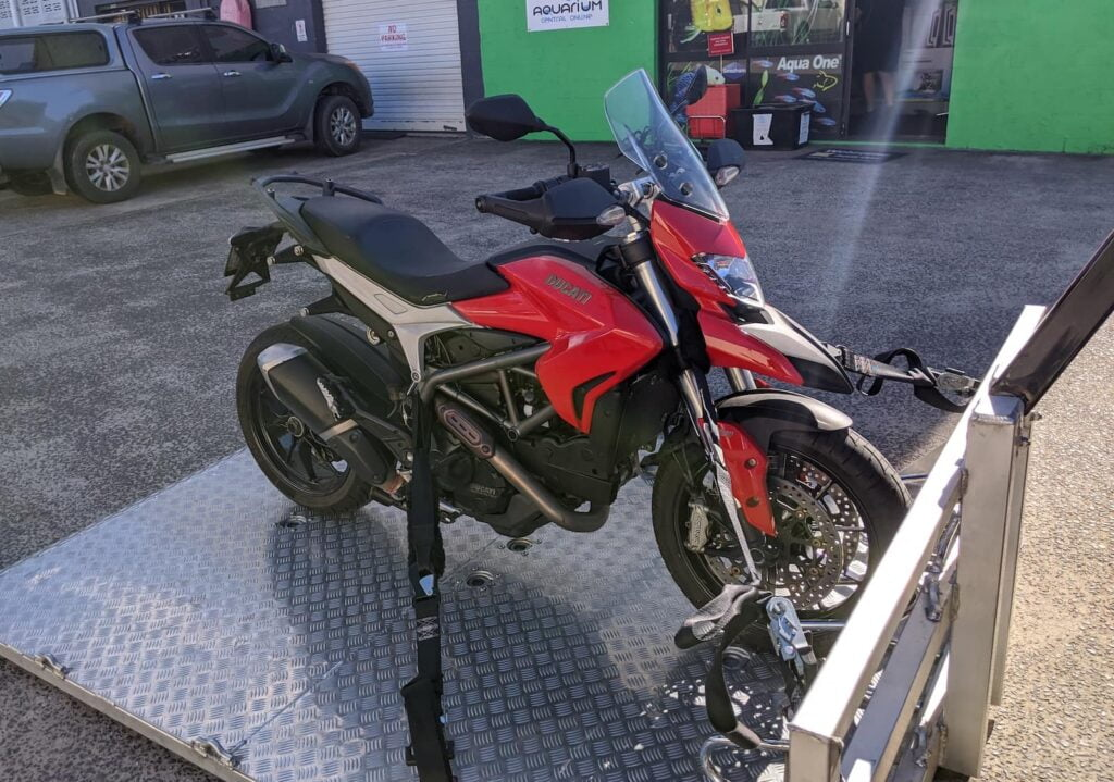 Ducati Hyperstrada 821 mods that you need to not get towed home like here