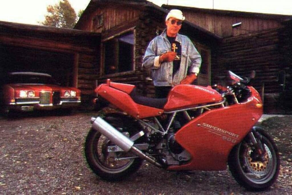 Hunter S Thompson, with the loaner Ducati 900SS, for Song of the Sausage Creature