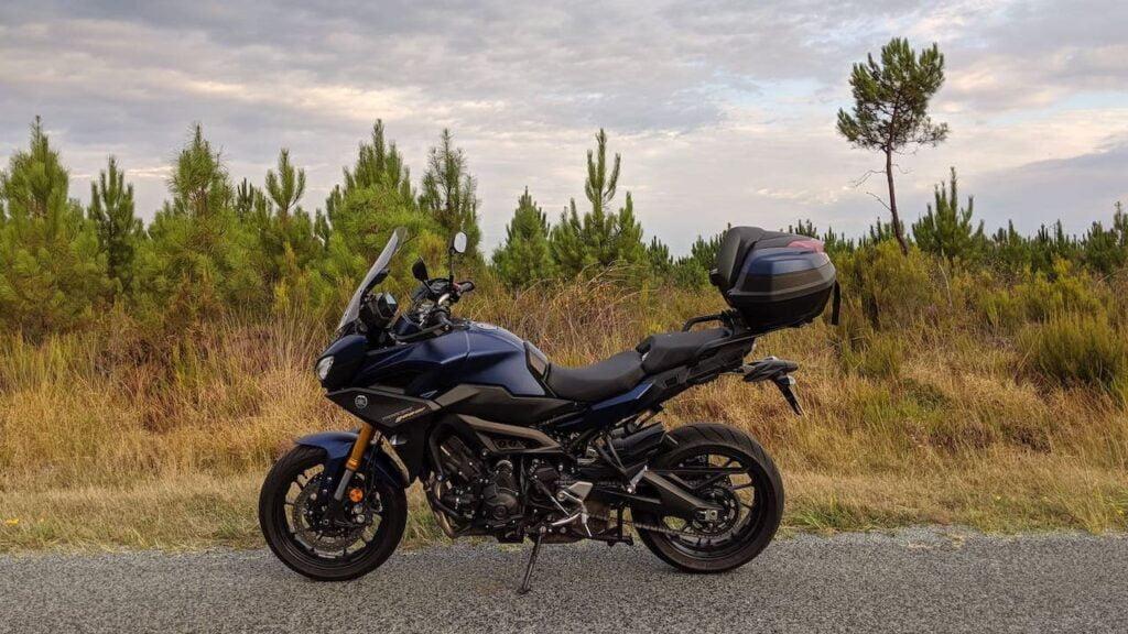 Yamaha Tracer 900 - side profile photo