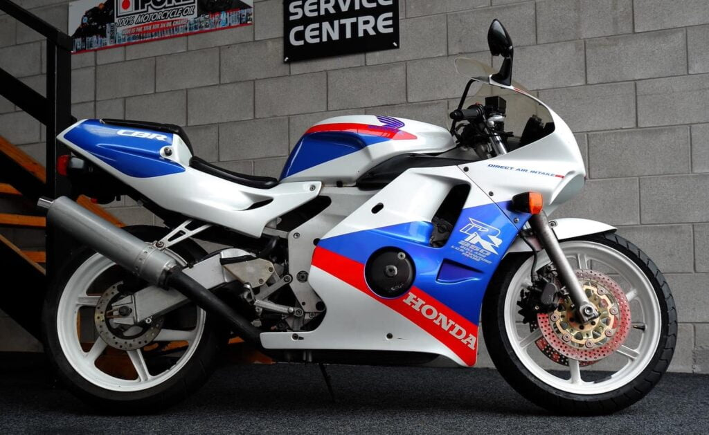 MC22 Honda CBR250RR, a really fun 250cc four-cylinder motorcycle