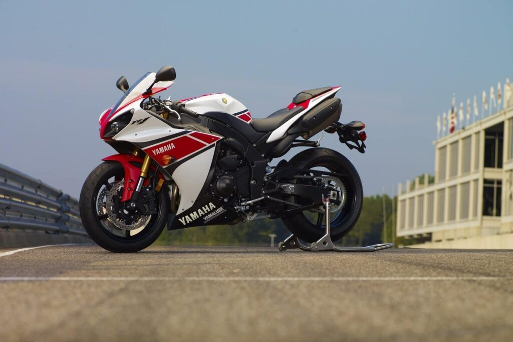 2012 pearl white and red yamaha r1 on track