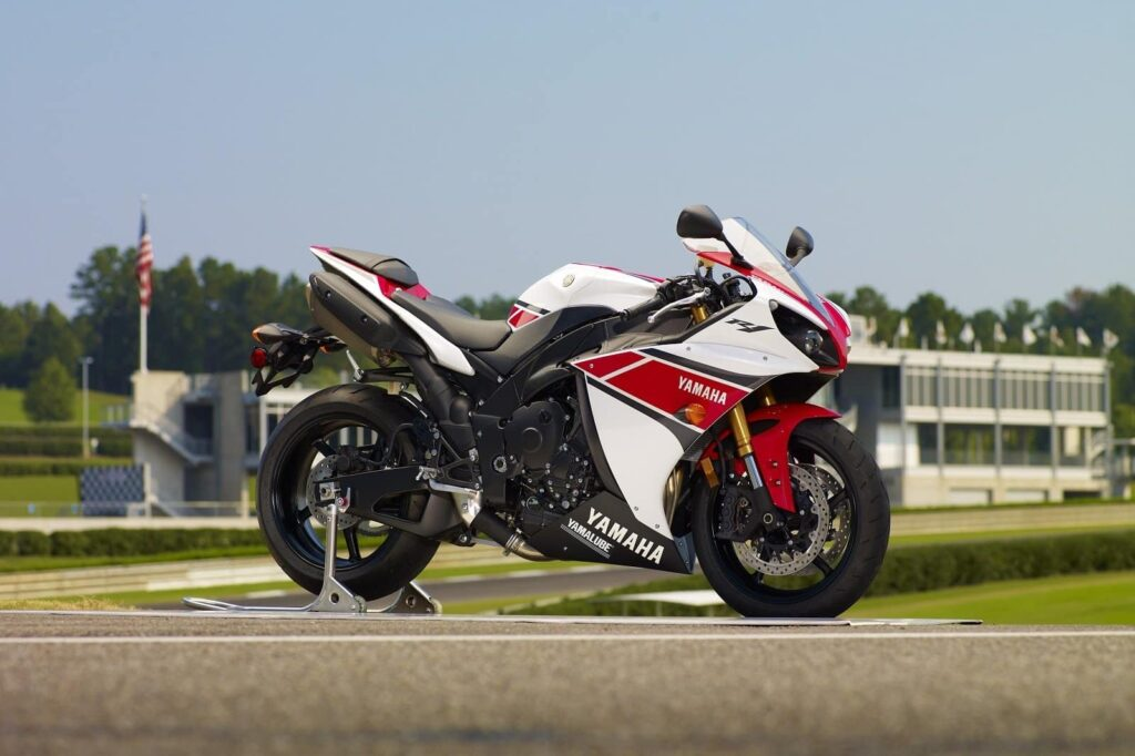 2012 white and red yamaha r1 with traction control