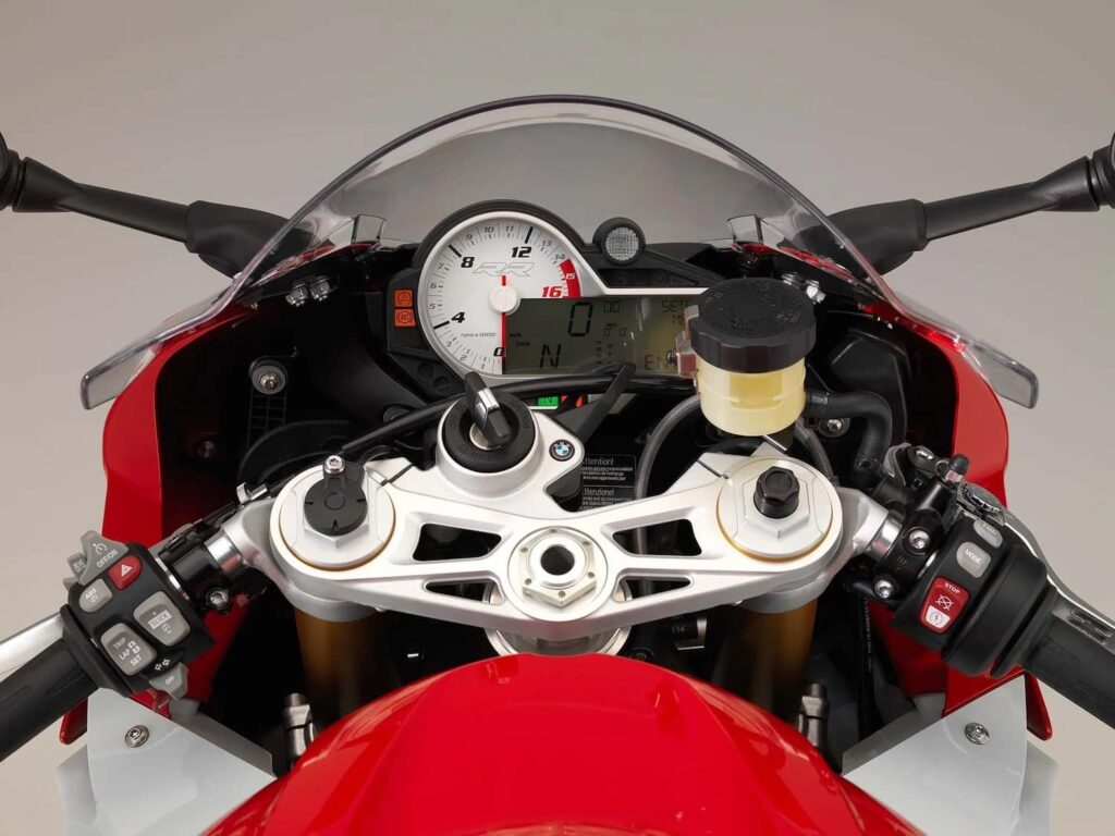 Cockpit of the 2015 BMW S1000RR with cruise control buttons on the left