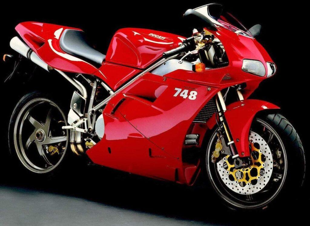 Ducati 748, smaller than the 916
