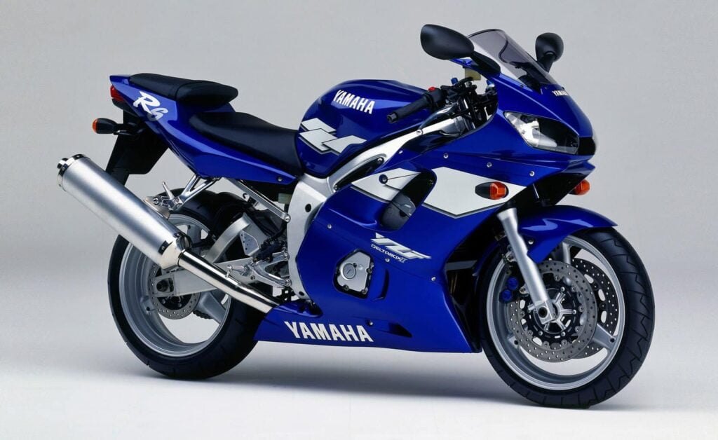 Original, first generation Yamaha R6 in blue, from 1999