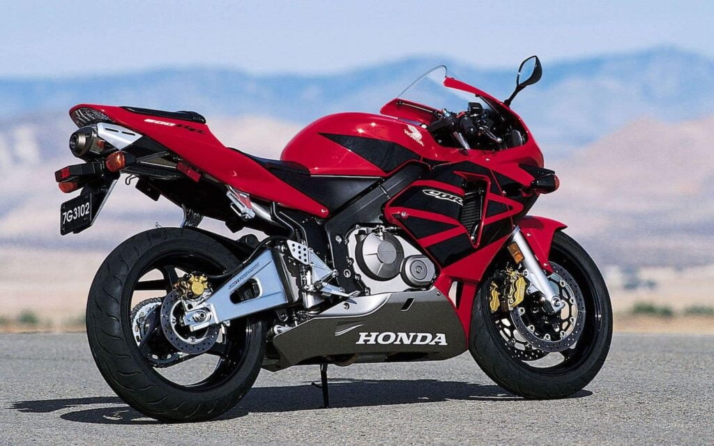 Honda CBR600RR red and black compared with the Yamaha R6
