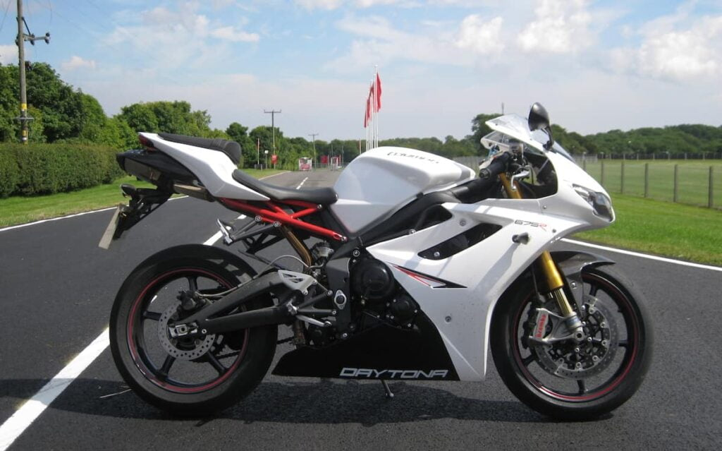 Triumph Daytona 675R - torquiest and lightest alternative to the 600cc motorcycles, with a perky triple cylinder engine