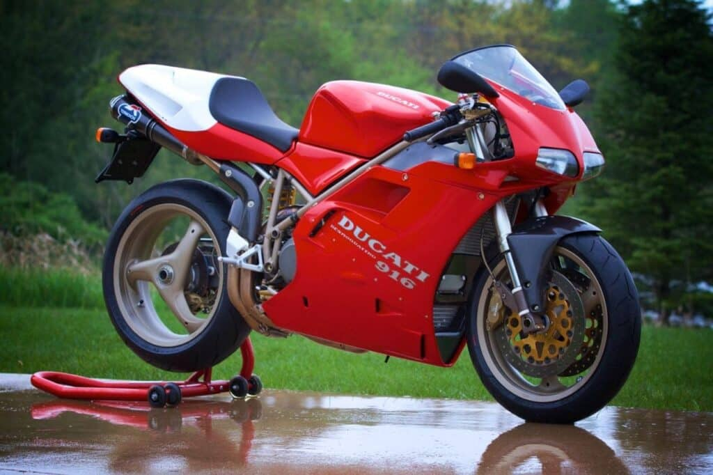 Ducati 916 Senna red with natural background