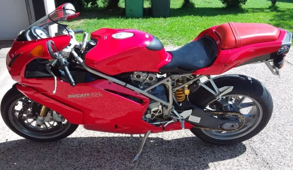Red Ducati 999S I inspected before buying the Ducati 1098S