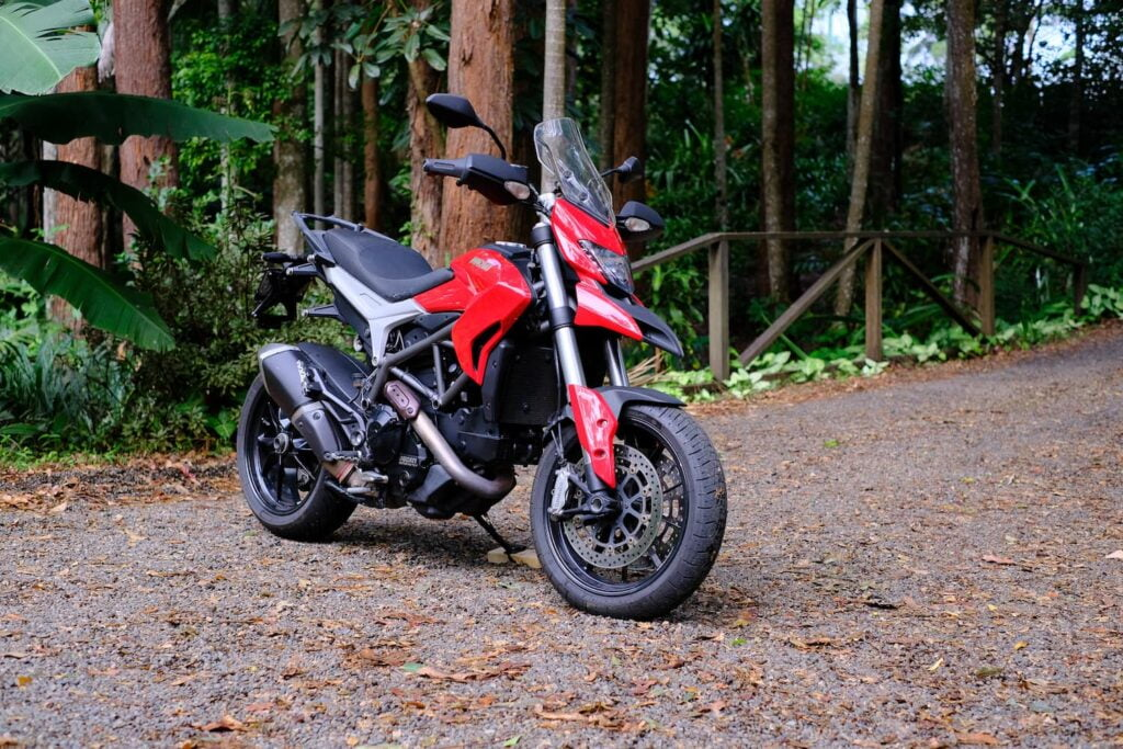 Ducati hyperstrada 821 side front with exposed single sided swingarm
