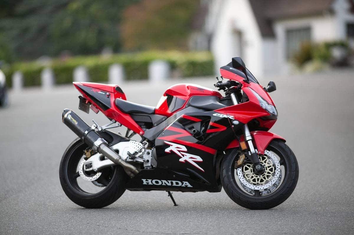 The Best Honda FireBlade: the CBR954RR. Four reasons why! - Motofomo
