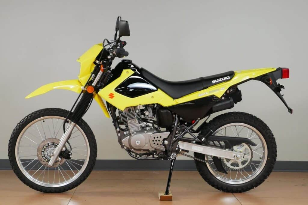 Suzuki DR200, with style and colours reminiscent of the biggest V-Strom 1050XT