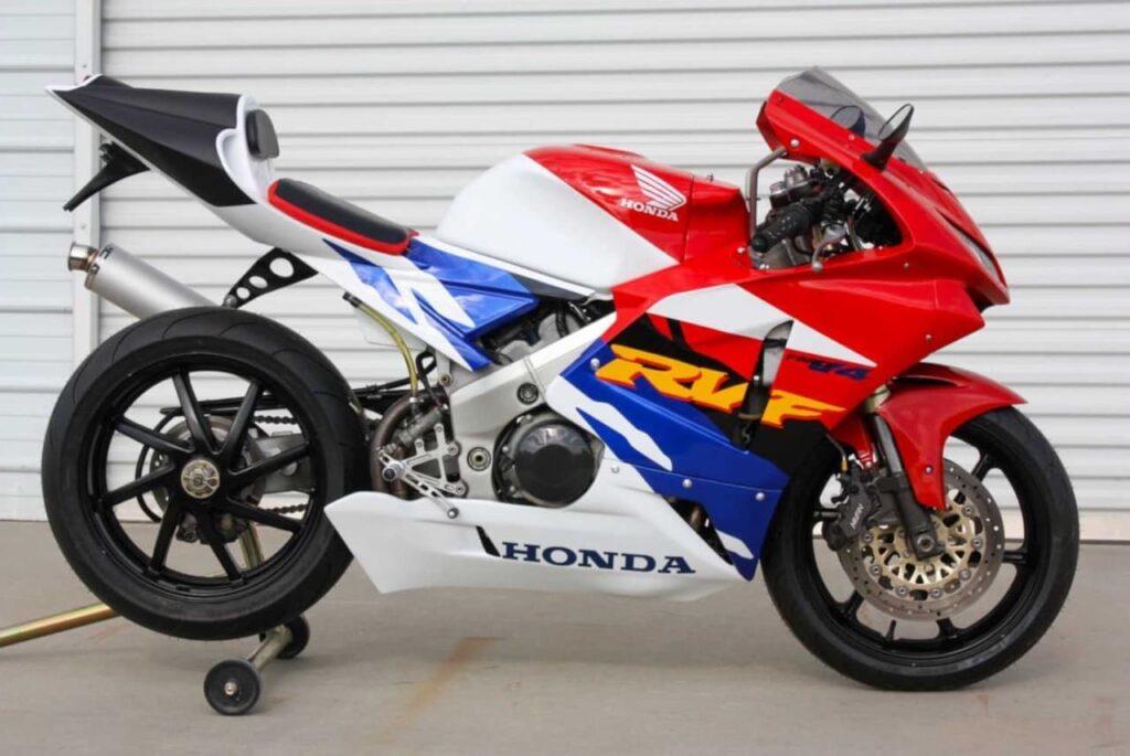 Honda RVF400 — a v4 motorcycle with a 399cc engine