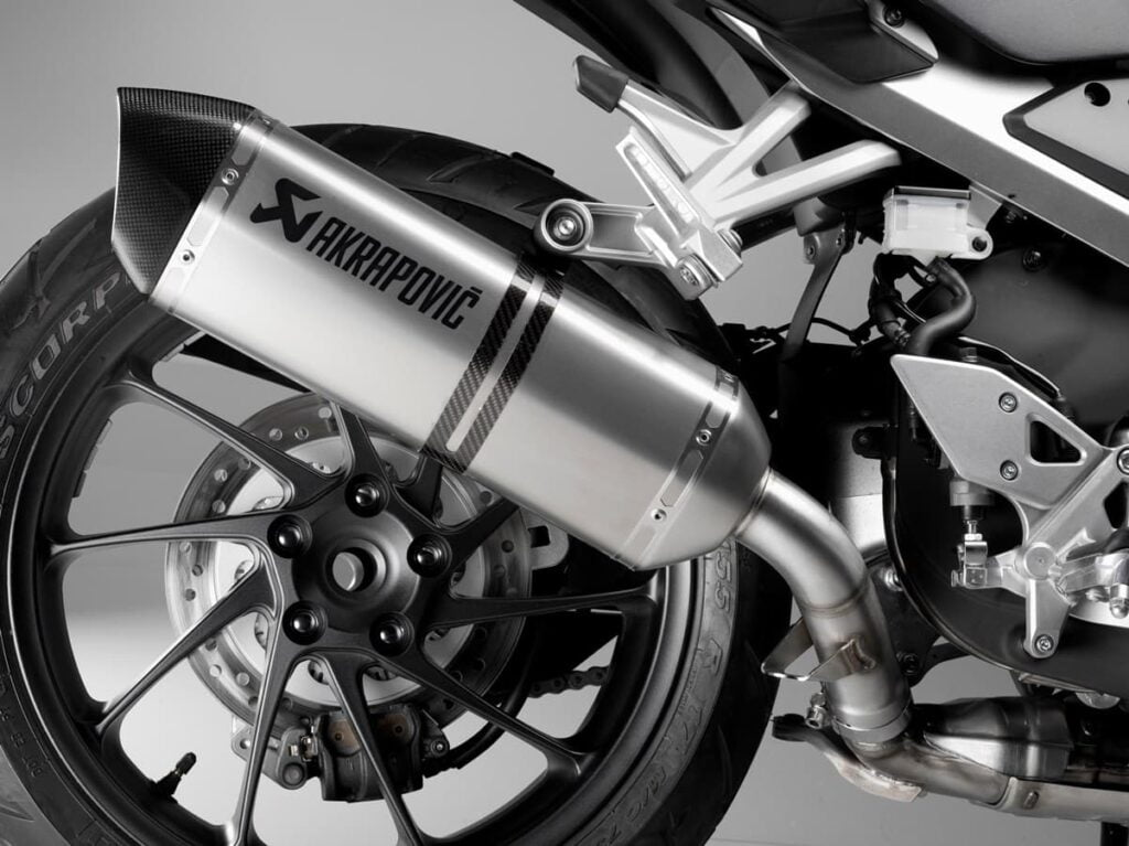 Akrapovic exhaust, single-sided swingarm, honda VFR800X 2016