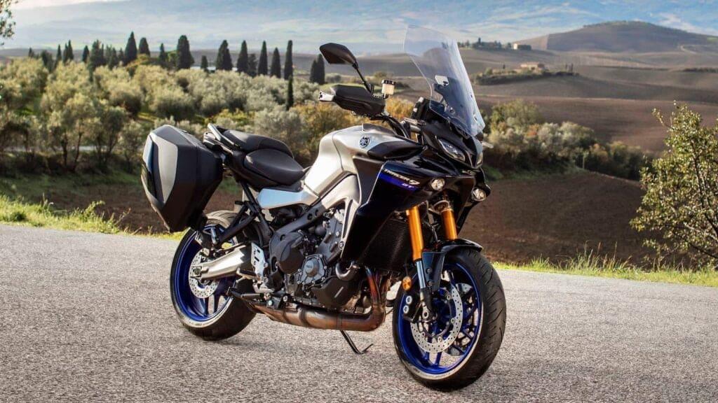 2020 Yamaha Tracer 900 GT vs Honda VFR800