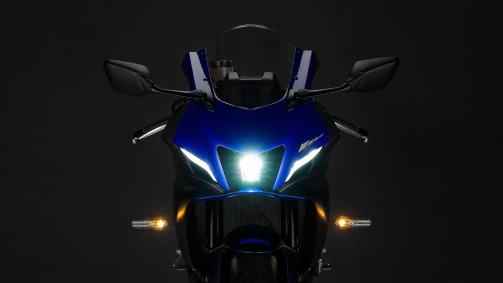 2021 Yamaha R7 front lighting
