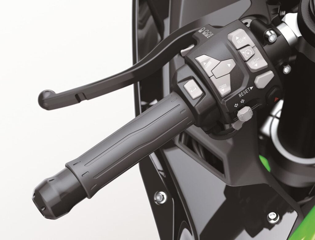 Cruise control buttons on Kawasaki ZX-10R 2021