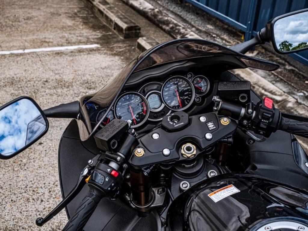 Gen 2 Suzuki Hayabusa dash, controls, instrument cluster