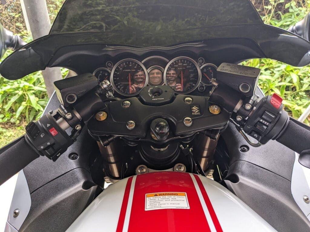 Hayabusa cockpit with standard bars (before HeliBars install)