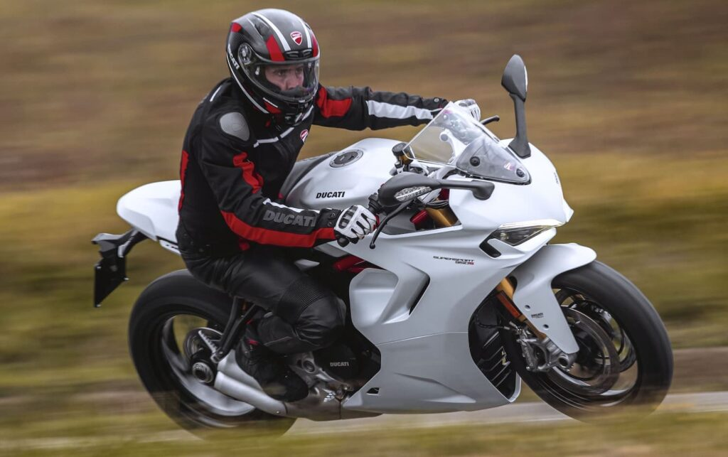 Sportbike riding position, Ducati Supersport (RHS)