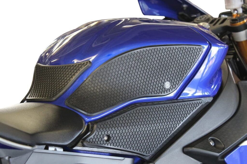 Motorcycle tank grips for a Yamaha R1