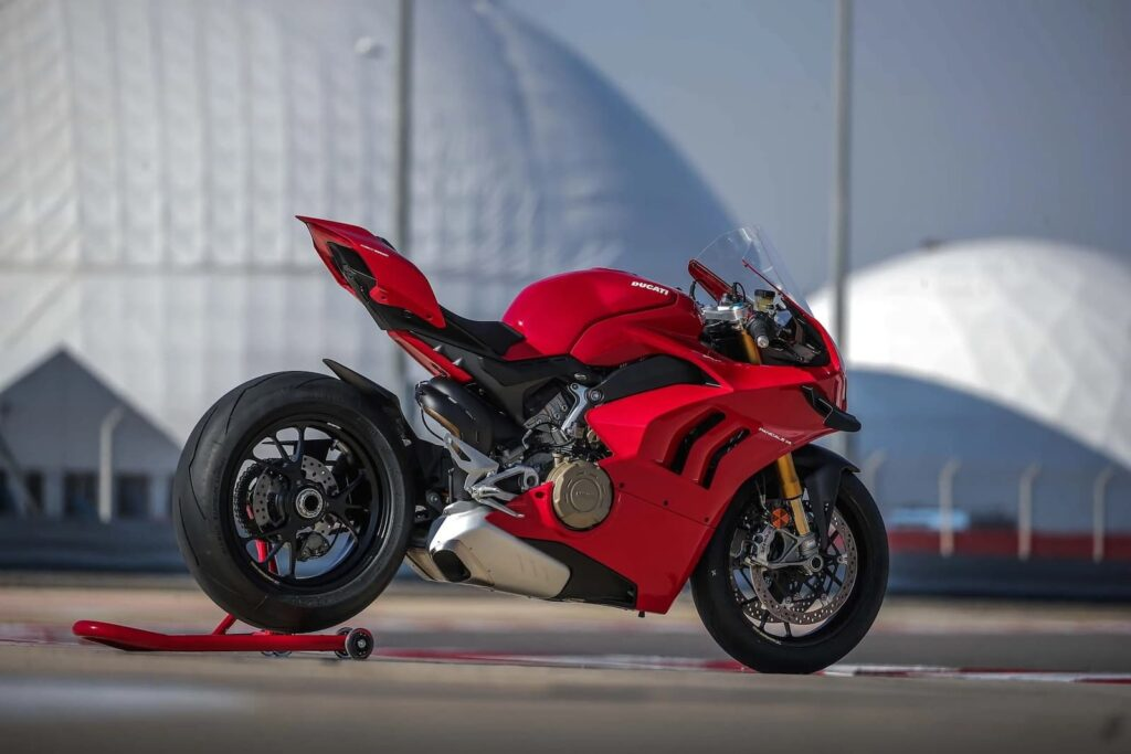 2020 Ducati Panigale V4S — Alternative to the BMW S 1000 RR