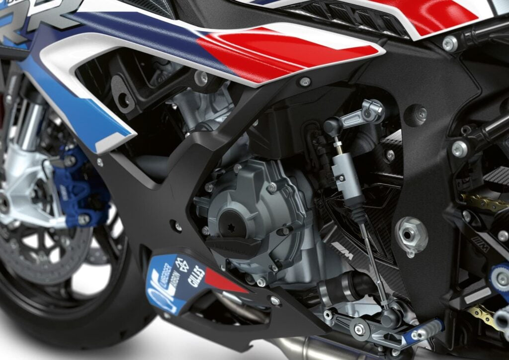 BMW M 1000 RR quickshifter and engine