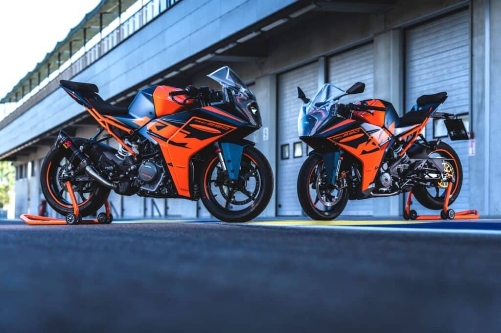 2022 KTM RC 390 — Two side by side
