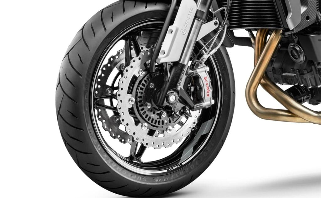 Suspension and brakes on the CL-X Sport